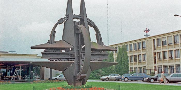 Эксперты: Украине не стоит надеяться на вступление в НАТО