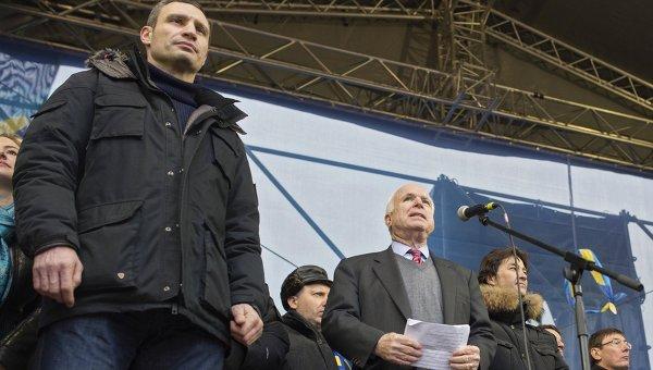 Американский журналист: Сенатор Маккейн свихнулся на почве русофобии