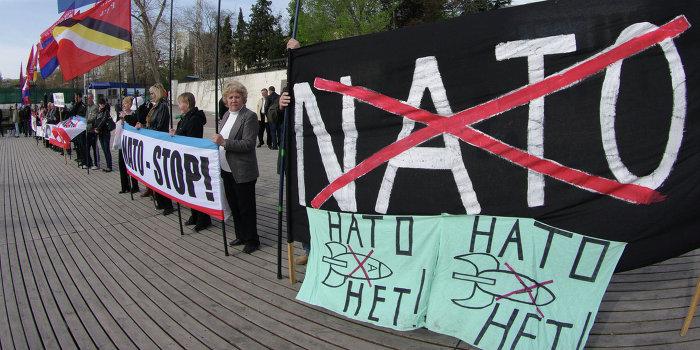 НАТО требует вернуть Крым Украине