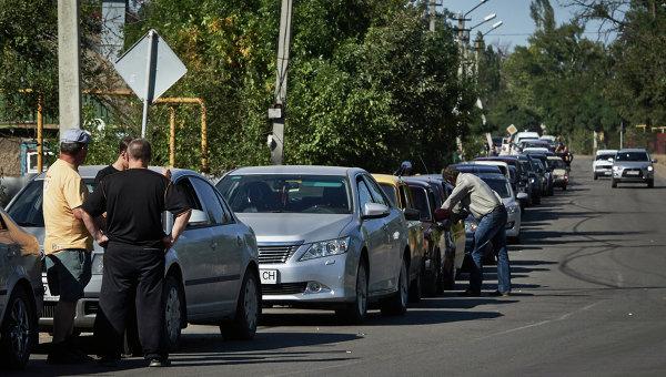 Километровые очереди беженцев на КПП «Изварино»