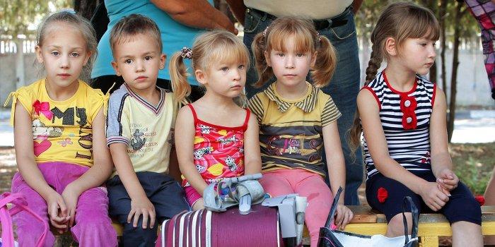 Родители массово вывозят детей из Мариуполя