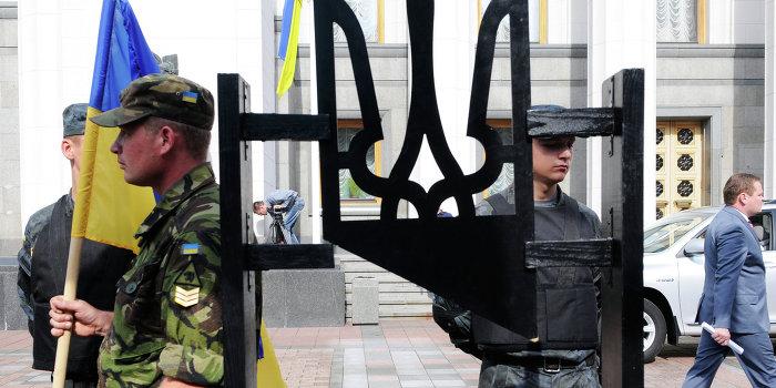 Памятник люстрации установили в Днепропетровске