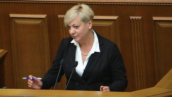 Украинцы забрали из банков треть вкладов