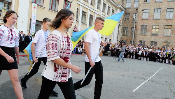 Украинские военные зомбируют школьников из Славянска