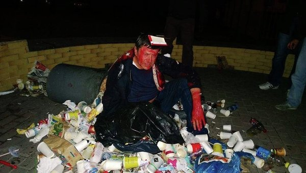 Под зданием ЦИК в Киеве засунули в мусорный бак депутата-миллионера