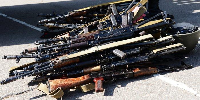 Одесситы забирают оружие в воинских частях