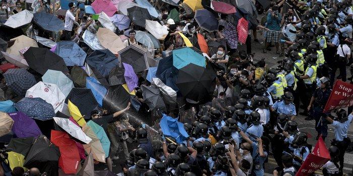 Junge Welt: Гонконг под дождем