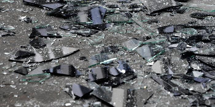 Взяли штурмом: Днепряне выломали дверь в магазин секонд-хенда в день завоза