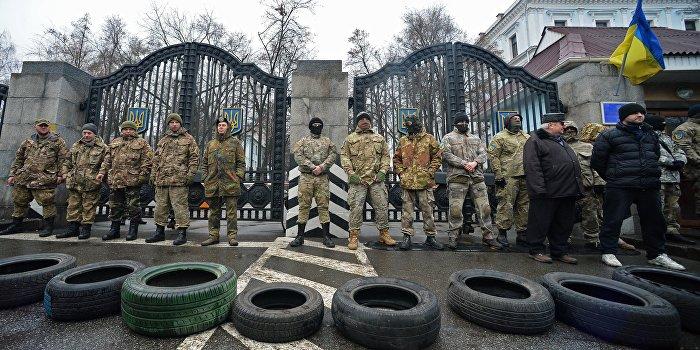 Бойцы батальона «Айдар» штурмуют Минобороны Украины