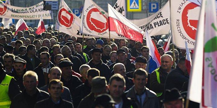 Поляки протестуют против оказания финансовой помощи Украине