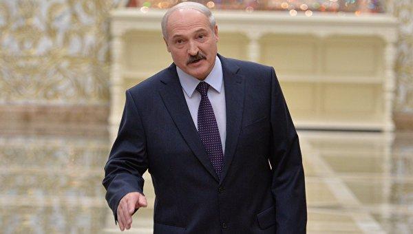 Лукашенко кормил участников переговоров белорусскими и российскими продуктами