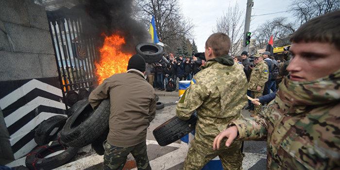 NYT: Украинская экономика рухнет быстрее, чем придет помощь Запада