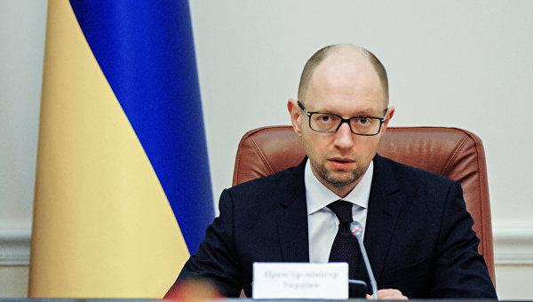 Яценюк: Повышений зарплат и пенсий не будет из-за военных расходов