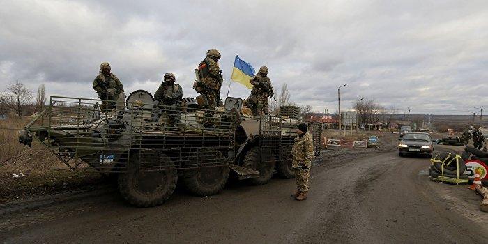 На украинском блокпосту автобус с беженцами встретили автоматной очередью