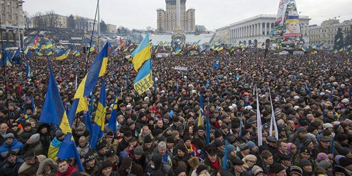 Половина украинцев верит в реальность третьего майдана