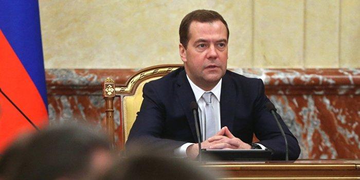 Медведев поручил доставить гуманитарную помощь и обеспечить газоснабжение Донбасса