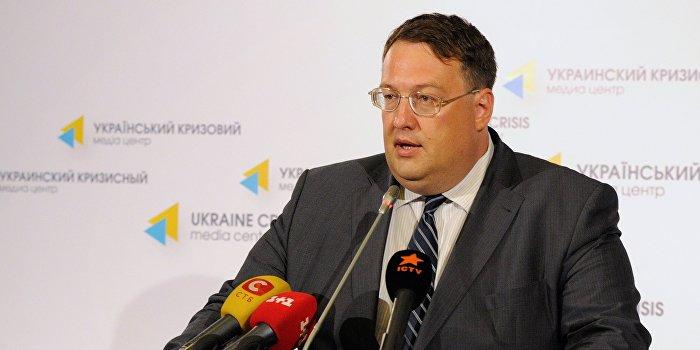 Геращенко обвинил Семенченко в расшатывании дисциплины в войсках