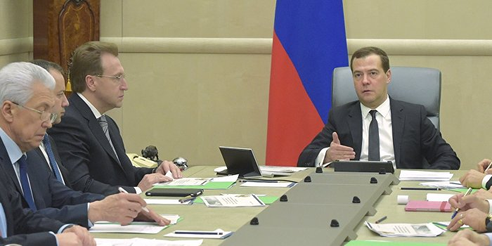 Медведев: Если Украина не оплатит газ, Россия примет «сложное решение»