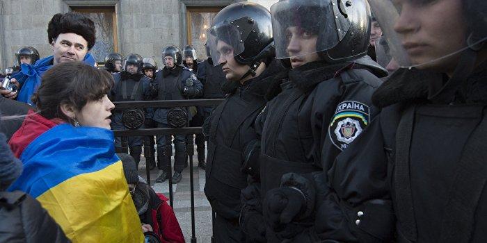 В Киеве проходит митинг с требованием независимости регионов