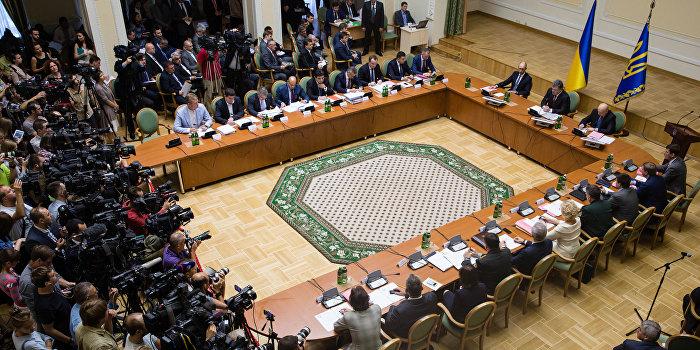 Bloomberg: Лишь списание внешнего долга может спасти Украину