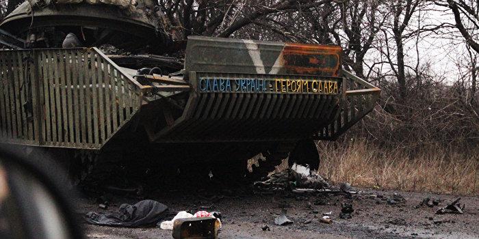 Украинский военный разбился насмерть на британском броневике Saxon