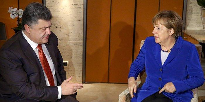 Почему Меркель играет с Порошенко в свою игру?