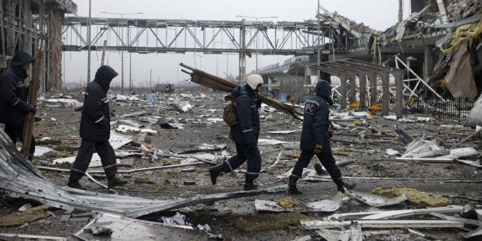 Спасатели МЧС ДНР попали под обстрел в донецком аэропорту