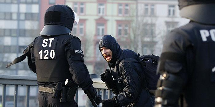 Депутат Бундестага: Наши СМИ так хвалили Майдан, а теперь ругают бунт во Франкфурте