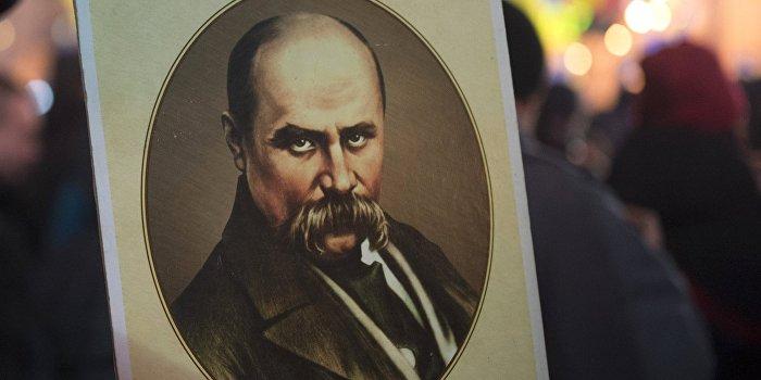 Украинские «любители» памятников добрались и до Тараса Шевченко