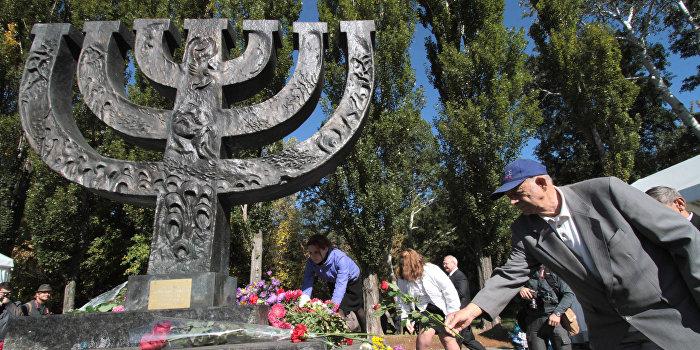 СК РФ возбудил дело по факту осквернения памятников жертвам фашизма на Украине