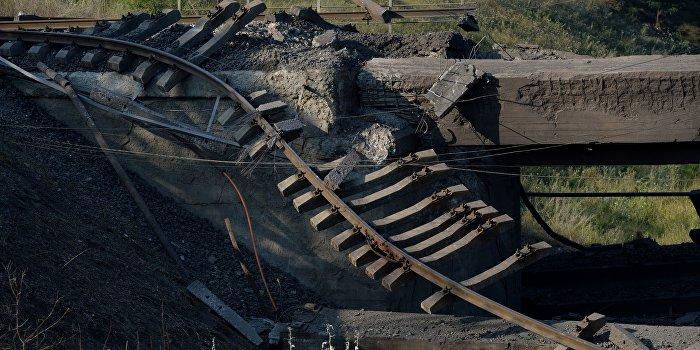 На ж/д мосту в Харьковской области произошел взрыв