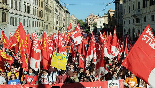 Итальянцы высказались за проведение референдума о выходе из еврозоны