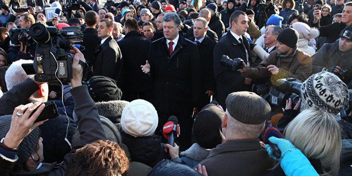 Одесситы встретили Порошенко криками «Фашизм не пройдет!»