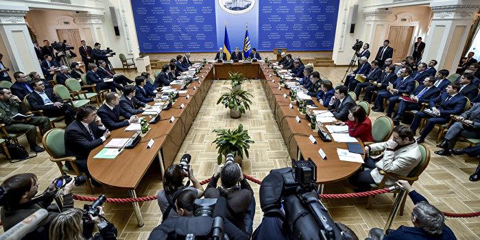 Политолог: Украинский кабмин ведет страну к уничтожению