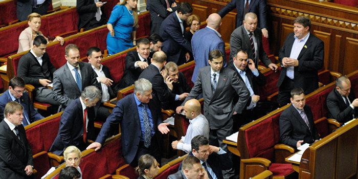 Украинским депутатам и чиновникам почти втрое повысили зарплату