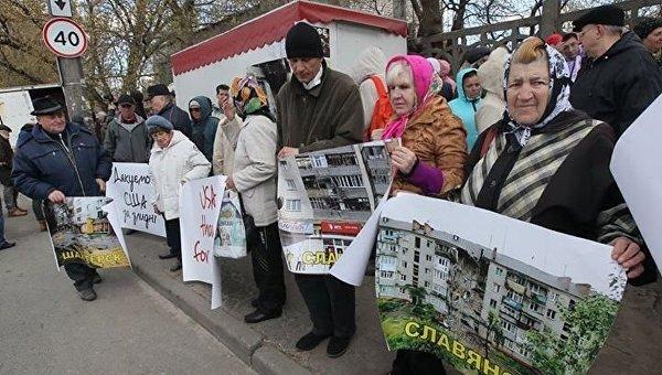 Под посольством США в Киеве прошла акция с плакатами «Руки прочь от Украины!»