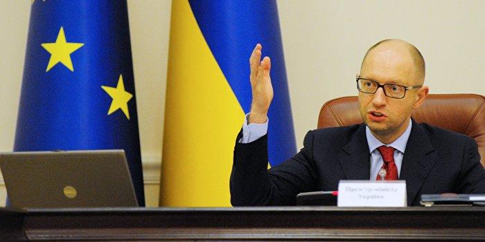 Яценюк считает надежды на мир в Донбассе призрачными