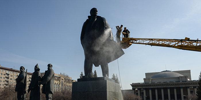 В Новоазовске восстановили памятник Ленину