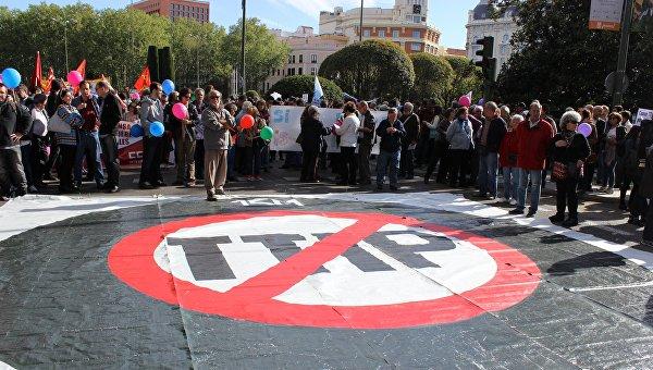 Тысячи европейцев вышли на митинги против торгового соглашения с США