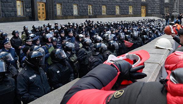 На митингующих в Киеве горняков напали националисты «Правого сектора»