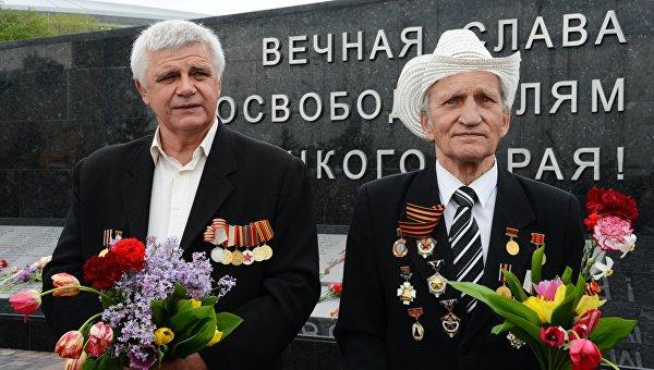 Донецким ветеранам ВОВ вручили денежные сертификаты