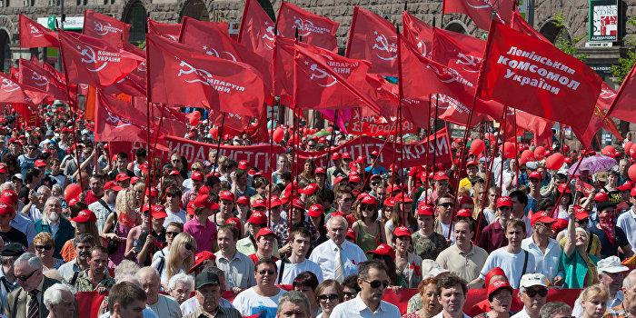 Ветераны и коммунисты Украины вышли на улицы Киева, несмотря на запрет властей