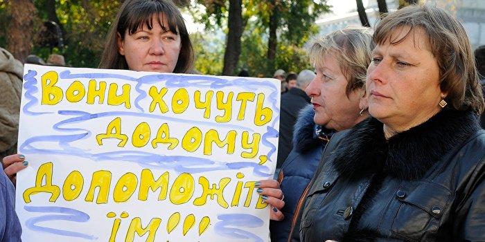 Тысячи украинцев бегут от армии