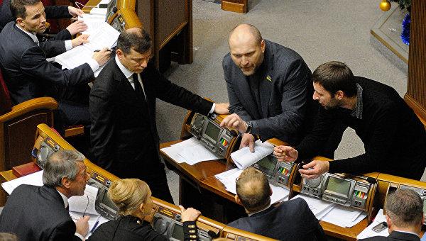 В Верховной Раде от Порошенко требуют дать ответ на обвинения Фирташа