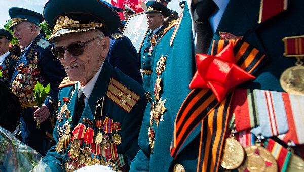 «Правый сектор» запрещает ветеранам ношение георгиевских ленточек