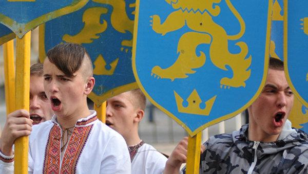 Политолог: В школьных учебниках Украины по указке США появилась антироссийская идеология