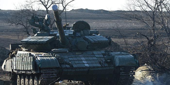 В Сети появилось видео неудачной погрузки украинской самоходной установки на трал