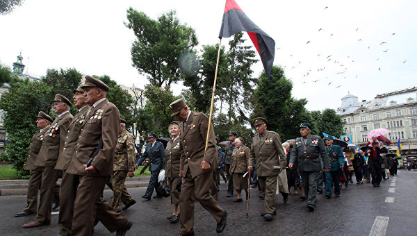Порошенко объявил УПА «другим фронтом» борьбы с фашизмом