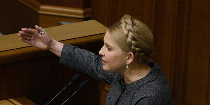 Тимошенко пытается вернуть себе популярность, поставив ультиматум Яценюку
