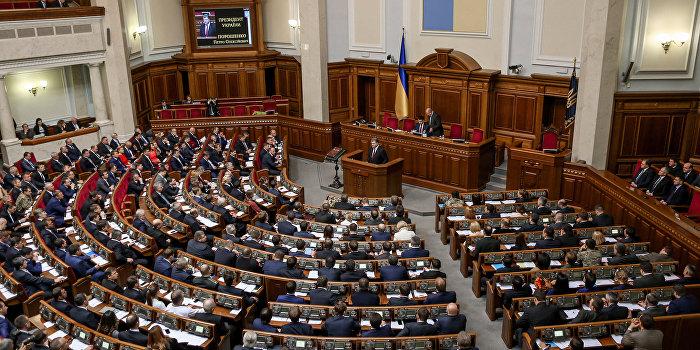 Верховная Рада приняла предложенный Порошенко закон о военном положении